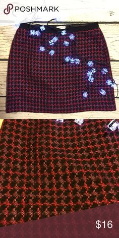 LOFT Houndstooth Skirt Beautiful Houndstooth skirt! The colors are stunning. Fully lined. Side zip. Some wash wear, but not noticeable when wearing. No trades. LOFT Skirts