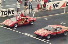Lamborghini Countach lining up against an early de Tomaso Pantera. As much as I love I think my money would be on the de Tomaso. Sports Car Racing, Sport Cars, Race Cars, Lamborghini Cars, Automobile Industry, Car Photos, Exotic Cars, Cars Motorcycles, Muscle Cars