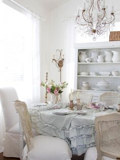 Check Out 23 Stunning Shabby Chic Dining Room Design Ideas. Old-fashioned furniture, shabby chic walls, rustic wooden chairs, the recommended color is white or very light gray. Shabby Chic Dining Room, Shabby Chic Stil, Shabby Chic Interiors, Chic Living Room, Shabby Chic Kitchen, Shabby Chic Homes, Shabby Chic Furniture, Shabby Bedroom, Bedroom Decor