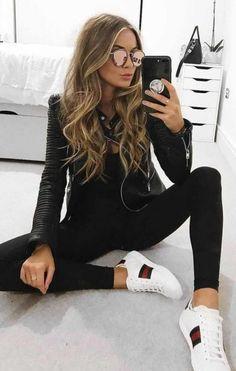 41 Outfits de Moda con Pantalón Negro 31 Looks de moda con Pantalón Negro - Global Outfit Experts Winter Trends, Fall Fashion Trends, Winter Fashion, Fashion Spring, Fashion Night, Fashion Ideas, Mode Outfits, Fashion Outfits, Womens Fashion