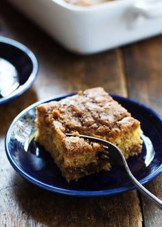 Cinnamon Sugar Zucchini Coffee Cake from Pinch of Yum - incredibly moist with a great citrus taste to it. No mixer needed! This Cinnamon Sugar Zucchini Coffee Cake is so simple! It takes about 10 minutes to make and has two layers of cinnamon sugar. Köstliche Desserts, Delicious Desserts, Yummy Food, Brunch Recipes, Sweet Recipes, Breakfast Recipes, Baking Recipes, Cake Recipes, Dessert Recipes