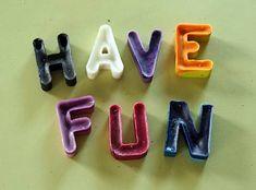Riciclo dei pastelli a cera: 5 scritte divertenti