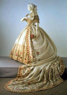 Regally stunning, endlessly gorgeous long trained Victorian gown. #train #floral #flowers #cream #beautiful #vintage #clothing #dress #fashion #clothes #antique #Victorian