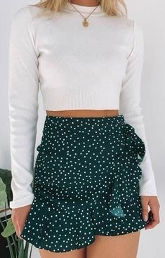 Look pretty in a polka dots with the Meredith Skirt Green Polka! Style this spotted stunner with a white crop, sneakers and sunnies for a casual day look that is perfect for a picnic in the park with the girls! Source by Outfits skirt Cute Summer Outfits, Cute Casual Outfits, Spring Outfits, Summer Dresses, Cute Outfits With Skirts, Skirts For Summer, Green Outfits, Hipster Outfits, Casual Skirts