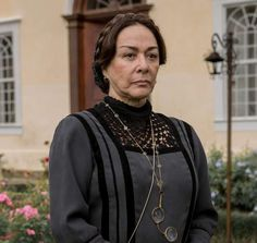 "Nívea Maria as Zilda in brazilian novel ""Além do Tempo"" (2015)."
