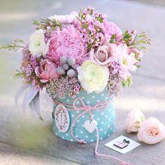 """Нежная коробочка для ваше мамы, заказы на день наших мамочек 14.10 принимаем и воплощаем ваши пожелания) @lathyrus.lavka Кнопка Связаться в шапке нашего профиля или напишите в direct. Tel.\Viber 375(29)3300173, находимся и открыты для вас : ул.Грибоедова 2 Цветочная лавка """"Латирус"""" #happyday #flowers #bouquet #hydrangea #roses #eucalyptus #flowers#florist #flowerstagram #romantıcbouquet #нежныйбукет #деньматери #подарокмаме #заказцветовминск#букетназаказминск #маминденьь#цветочноеписьмо..."""