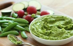 Green Pea Guacamole // This is FANTASTIC! #summer #vegan #recipe #dip