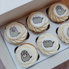 Pusheen Birthday, Pusheen Cat, Cupcake Frosting, Cute Desserts, Colorful Cakes, Cute Cupcakes, Food Decoration, Cakes And More, Themed Cakes