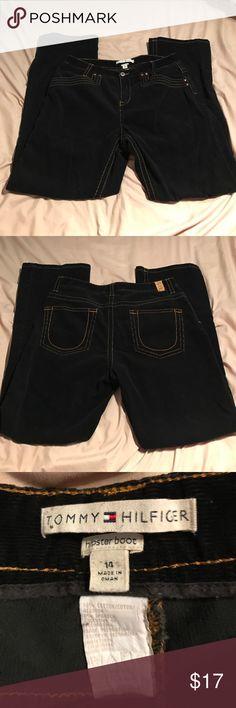 "Tommy Hilfiger Hipster Bootcut Corduroy Pants EUC stretchy hipster bootcut corduroy pants by Tommy Hilfiger. 31"" inseam. Flattering back pockets for a better booty 😁 Tommy Hilfiger Pants Boot Cut & Flare"
