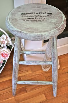 How to dry brush Paint....Tutorial (love this finish !) Paint Furniture, Furniture Projects, Furniture Making, Furniture Makeover, Craft Projects, Paint Stain, Paint Finishes, Chalk Paint, Dry Brush Painting