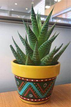 Flower Pot Art, Flower Pot Design, Clay Flower Pots, Terracotta Flower Pots, Flower Pot Crafts, Clay Pot Crafts, Clay Pots, Painted Plant Pots, Painted Flower Pots