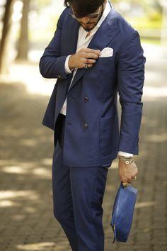 TODAY'S OUTFIT #748 com inspiração de terno com abotoamento duplo na cor azul royal.