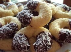 Kokosové vanilkové rohlíčky | NejRecept.cz Christmas Baking, Christmas Cookies, Christmas Recipes, Czech Recipes, Toblerone, All Things Christmas, Bagel, Doughnut, Cooker
