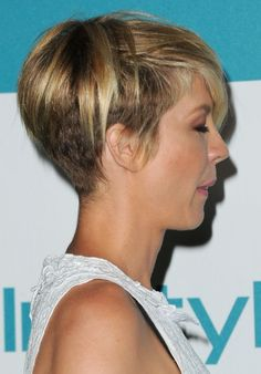 Most Popular Short Haircut for Women – Jenna Elfman Layered Razor Cut | Hairstyles Weekly This is super cute!!!!:)