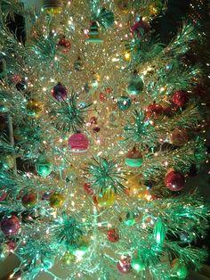 Aluminum Christmas tree and vintage ornaments Christmas Tree Design, Beautiful Christmas Trees, Old Fashioned Christmas, Christmas Scenes, Christmas Past, Vintage Christmas Ornaments, Christmas Pictures, Christmas Lights, Christmas Holidays