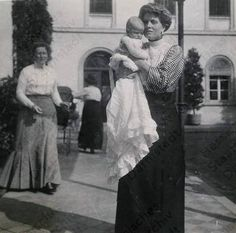 Princess Alice of Greece, née Princess of Battenberg, with her eldest daughter, Margarita. Her mother, née Princess Victoria of Hesse, is in the background
