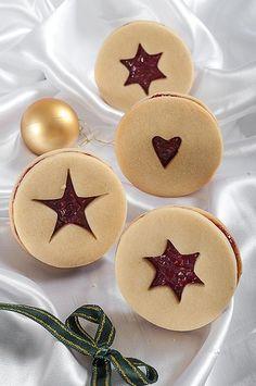 Deliciosas y auténticas galletas navideñas con mermelada. Ideal para recibir a tus invitados en esta navidad con un delicioso chocolate caliente.