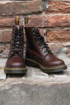 Doc Martens - What are they and how do you wear them? Botas Dr Martens, Red Doc Martens, Doc Martens Style, Dr Martens 1460, Doc Martens Boots, Sock Shoes, Cute Shoes, Me Too Shoes, Shoe Boots
