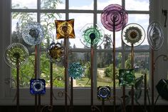 garden flowers made out of old dishes | photo