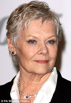 And why Judi Dench net worth is so massive? Judi Dench net worth is definitely at the very top level among other celebrities, yet why? Short Grey Hair, Short Hair Cuts, Short Hair Styles, Judi Dench, Judy Dench Hair, Helen Mirren, Ageless Beauty, Sophia Loren, Short Pixie