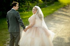 {Real Plus Size Wedding} Pretty in Pink Winery Wedding in Ontario | HRM Photography | The Pretty Pear Bride - Plus Size Bridal Magazine