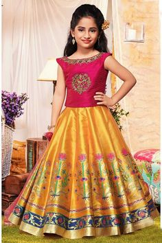 Traditional Kids Choli Suit with Dupatta Kids Gown Design, Girls Frock Design, Kids Frocks Design, Baby Frocks Designs, Baby Dress Design, Kids Lehanga Design, Long Frocks For Kids, Frocks For Girls, Gowns For Girls