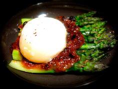 Japanese gastronomy -Asperges vertes sauce dengaku aux amandes parfumées à l'huile d'argan&onsen tamago (oeuf mollet)- www.iloli-restaurant.com