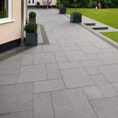 Ideas For Grey Patio Slabs Granite Paving Garden Slabs, Patio Slabs, Garden Paving, Concrete Patio, Paving Edging, Backyard Patio, Backyard Landscaping, Back Gardens, Outdoor Gardens