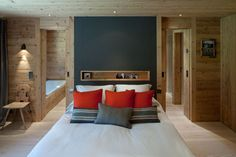 This cozy chalet is located in Gstaad, Switzerland, and was created by the London-based Ardesia Design. The interior mixes crude wood with more modern elements to create a sense of refuge from the outdoor woodland. Photos courtesy of Ardesia Design Chic Chalet, Chalet Style, Chalet Design, House Design, Chalet Interior, Interior Design, White Bed Covers, Dispositions Chambre, Swiss Chalet