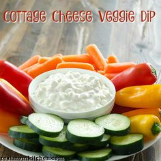 This cottage cheese veggie dip is a fun twist in your standard ranch vegetable dip. The cottage cheese is an ingredient that adds texture and protein. Dip Recipes, Side Dish Recipes, Summer Recipes, Healthy Recipes, Healthy Meals, Eating Healthy, Healthy Life, Appetizer Dips