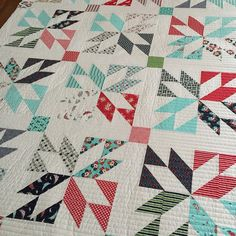 I'm kind of into straight line quilting right now. This is @danaquilts lucky quilt (pattern by @thimbleblossoms) this one has been officially added to my to do list. Love it in daysail! #thimbleblossoms #bonnieandcamille #latimerlanequilting