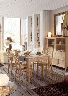 conjunto de saln tipo vintage o colonial compuesto por aparador mesa y sillas esto