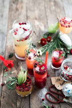 Fruit Juice Cocktails: Great For Christmas Parties.Do you like making fruit juice cocktails recipes up.Today I am sharing a few idea that you have with or Easy Cocktails, Holiday Cocktails, Cocktail Recipes, Superfood, Cranberry Cocktail, Cranberry Juice, Photo Food, Hendrick's Gin, Gin Bar