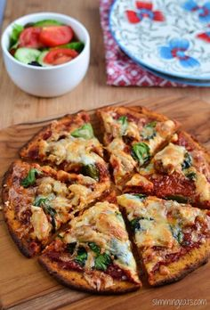 Slimming Eats Sweet Potato Pizza Crust Recipe - Gluten Free Dairy Free Grain Free Paleo AIP Slimming World Weight Watchers and Vegetarian friendly Slimming Eats, Slimming World Recipes, Slimming World Pizza, Slimming World Cauliflower Pizza, Slimming World Cook Books, Sweet Potato Pizza Crust, Crust Pizza, Flatbread Pizza, Pizza Hut