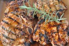 Grilled Pork Chops With Fresh Rosemary - Grillen Ideen Pork Chop Marinade, Marinated Pork Chops, Bbq Pork Ribs, Honey Mustard Pork Chops, Rosemary Pork Chops, Pork Rib Recipes, Quick Recipes, Keto Recipes, Salsa