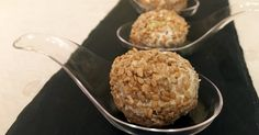 Unos bocaditos para servir como aperitivo donde el queso, la manzana y las nueces se combinan a la perfección. La receta es del blog LA CUINA DELS PERIS.