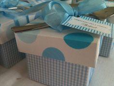 Para você Rafael, fizemos caixinhas azuis e brancas com potes recheados de brigadeiros by Flavia Silvestre.  Desejamos Rafael,  uma vida doce, plena, cheia de boas noticias, saúde, sucesso, muito amor, carinho e sabedoria.