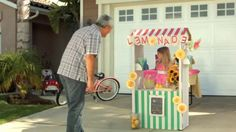 A girl is working a lemonade stand, but is not willing to sell her Doritos to a customer. After demand rises, she auctions off her bag like a pro. Who will win the bag? Vote for the best Crash the Super Bowl TV spot to see it air during Super Bowl XLIX.