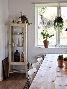 a peek inside the home of interior designer Elisabeth Lejon