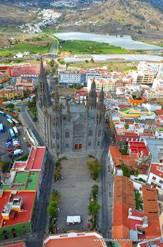 Iglesia de San Juan Bautista y vista aérea de Arucas, Las Palmas de Gran Canaria, Islas Canarias, España #Spain.