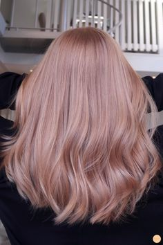 Strawberry blonde hårfärg - Peach Stockholm There is absolutely no disadvantage in turning by means Blond Rose, Pink Blonde Hair, Strawberry Blonde Hair Color, Blonde Color, Blonde Highlights, Rose Pink Hair, Red Color, Pastel Pink Hair, Blonde Pink Balayage