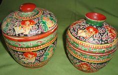 2 Bencharong-Gefäße mit Deckel - Asiatika