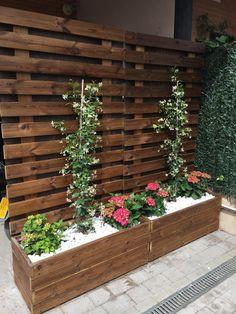 garden design Front planters - Affordable DIY Garden Planter Ideas For Beautiful Front Yard Design Backyard Patio Designs, Backyard Projects, Backyard Landscaping, Landscaping Edging, Diy Patio, Outdoor Wood Projects, Diy Outdoor Furniture, Backyard Ideas, Outdoor Decor