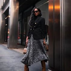 10 Ways To Wear A Maxi Skirt Without Looks Frumpy Current Fashion Trends, Korean Fashion Trends, Spring Fashion Trends, Summer Fashion Trends, Classy Outfits, Fashion Looks, Women's Fashion, Style Inspiration, Skirts