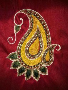 Hand Embroidery Dress, Embroidery Neck Designs, Aari Embroidery, Embroidery Patterns, Machine Embroidery, Hand Work Design, Hand Work Blouse Design, Simple Blouse Designs, Bridal Blouse Designs