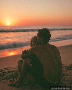 divorce Watch more sunsets than Netflix Swipe through these amazing photos by Couple Beach Pictures, Cute Couples Photos, Cute Couples Goals, Love Photos, Romantic Couples, Beach Photos, Couple Goals, Amazing Photos, Couple On The Beach