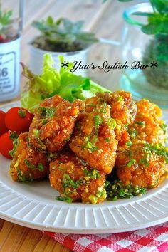 冷めても美味しい♪『ムネ肉揚げ鶏のネギゴマ甘酢ダレ』 by Yuu 「写真がきれい」×「つくりやすい」×「美味しい」お料理と出会えるレシピサイト「Nadia   ナディア」プロの料理を無料で検索。実用的な節約簡単レシピからおもてなしレシピまで。有名レシピブロガーの料理動画も満載!お気に入りのレシピが保存できるSNS。