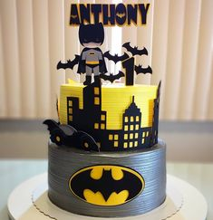 Discover recipes, home ideas, style inspiration and other ideas to try. Batman Birthday Cakes, Batman Cakes, Boy Birthday, Birthday Parties, Batman Party Decorations, Batman Cartoon, Funny Batman, Batman Logo, Batman Party Supplies