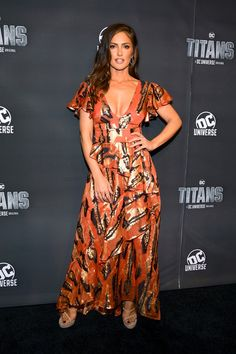 Actress Minka Kelly attends DC UNIVERSE's Titans World Premiere on October 2018 in New York City. Get premium, high resolution news photos at Getty Images Minka Kelly Style, Friend Outfits, Celebrity Look, Hot Girls, Sexy Women, Glamour, Actresses, Lady, How To Wear
