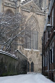 York Minster in the snow. one of my favourite places Sightseeing London, York England, York Uk, York Minster, Cathedral Church, England And Scotland, Place Of Worship, Kirchen, British Isles